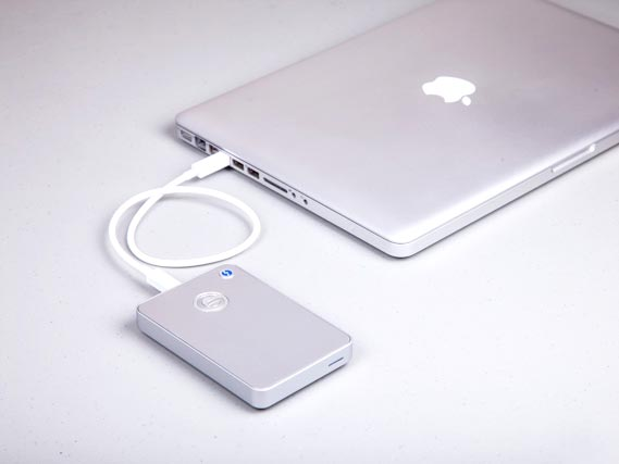 G-drive mobile usb & thunderbolt attached to macbook
