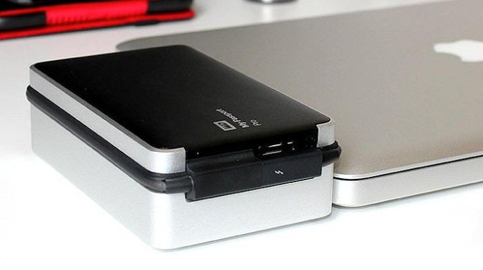 WD My Passport Pro side by side with lapop